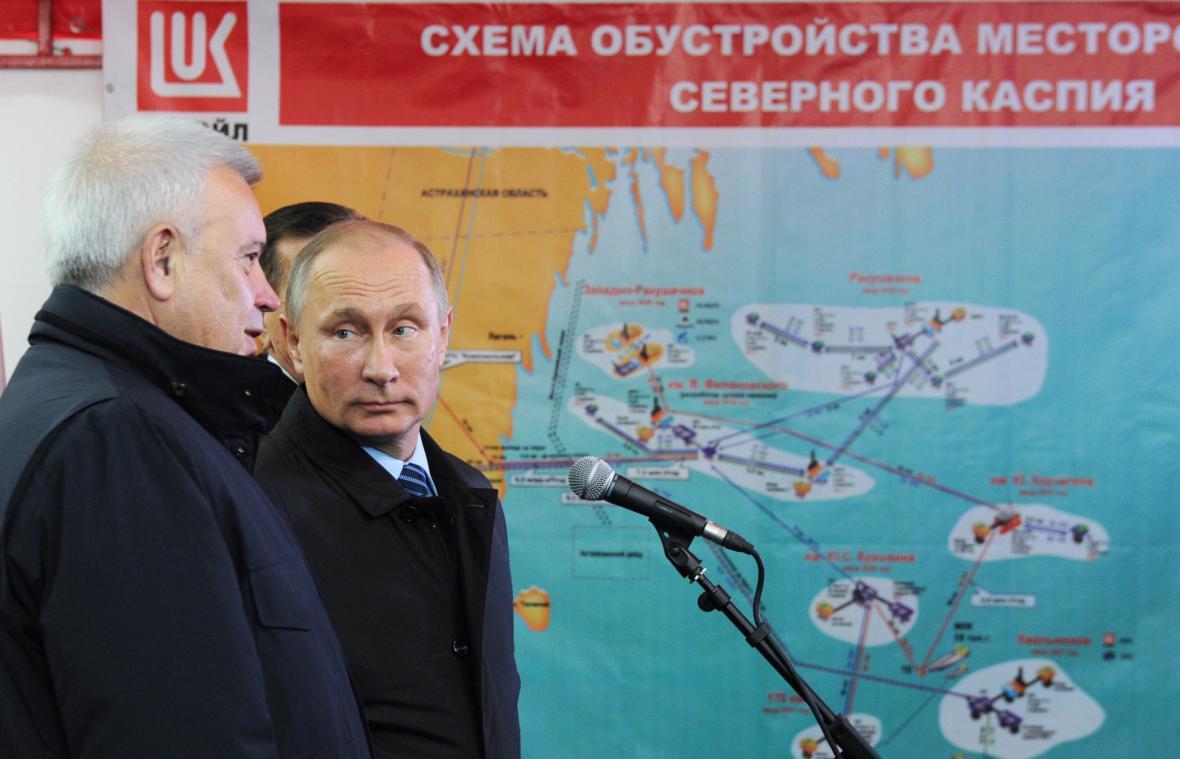 Šéf Lukoilu Vagit Alekperov a ruský prezident Vladimir Putin (zleva)