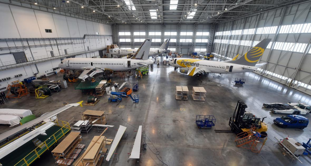 Haly letecké opravárny Job Air Technic