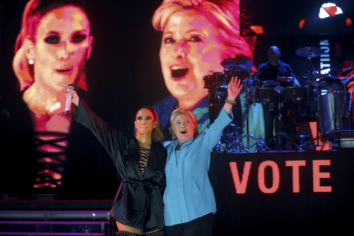 Virální fotografie posledních dnů prezidentské kampaně Hillary Clintonové - hromadné selfie jejích příznivců se svou kandidátkou během setkání v Orlandu na Floridě 21. září 2016.