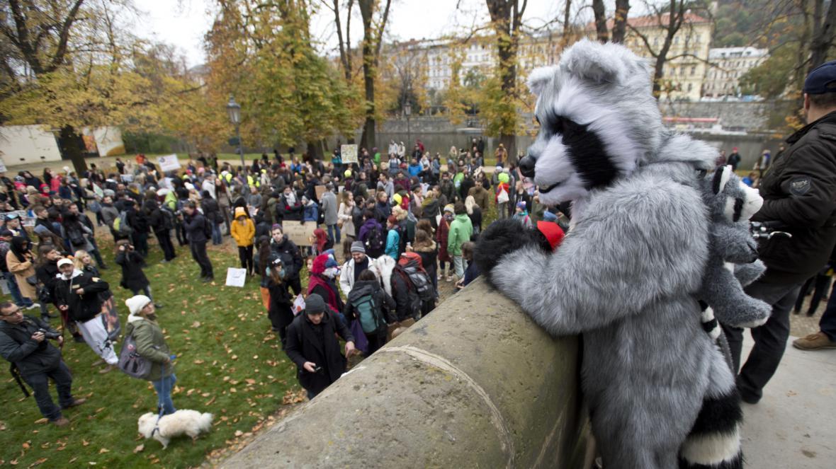 Demonstrace proti kožešinovým farmám