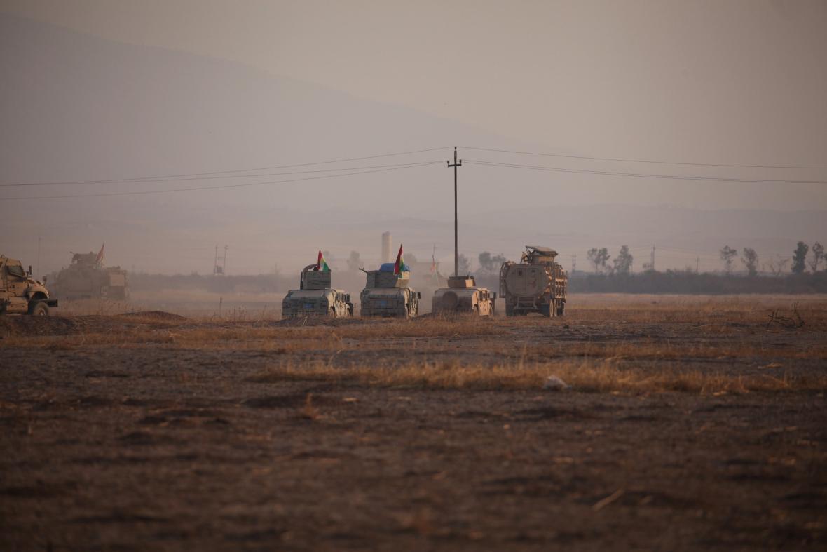 Jednotky Pešmergů vjíždějí do Bašiky