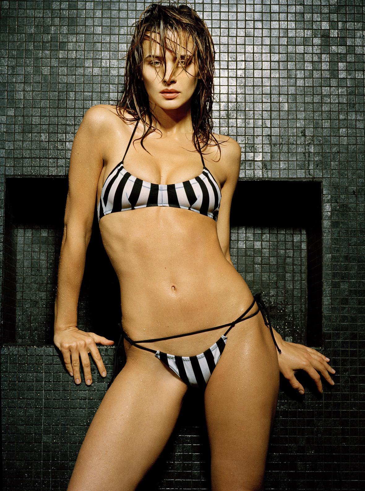 JK_2004_FS320_Bikini