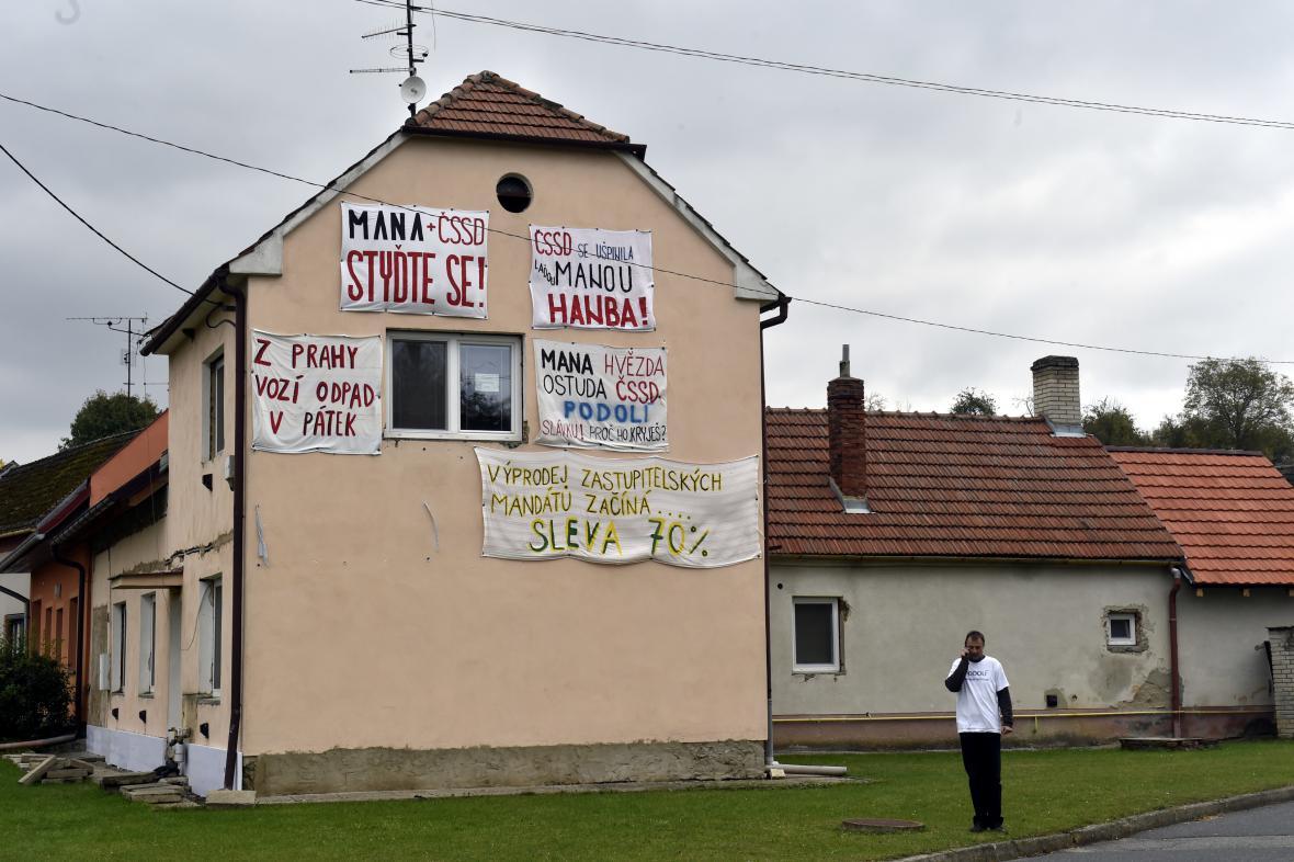 Situace je v obci vyhrocená už několik měsíců