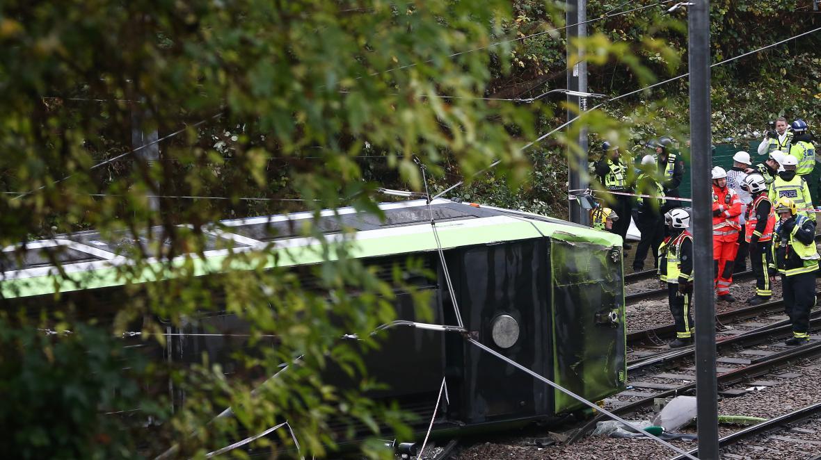 Vykolejená tramvaj v Londýně