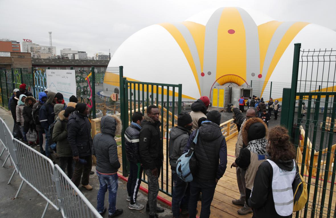 Otevření uprchlického centra na severu Paříže