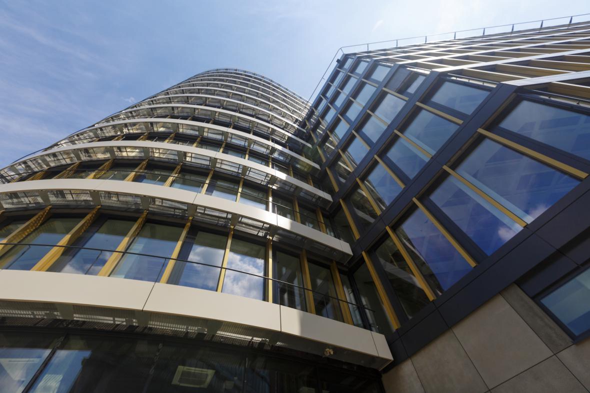 Tři miliardy korun stála pankrácká budova.