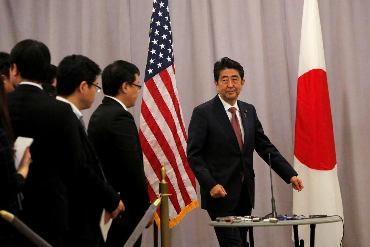 Šinzó Abe po jednání s Trumpem hovořil k povinářům