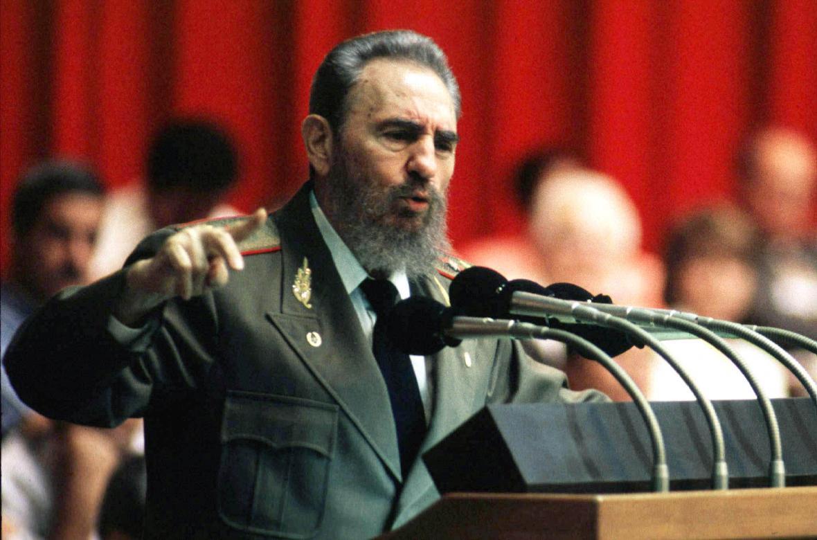 Fidel Castro při projevu na sjezdu v roce 1997
