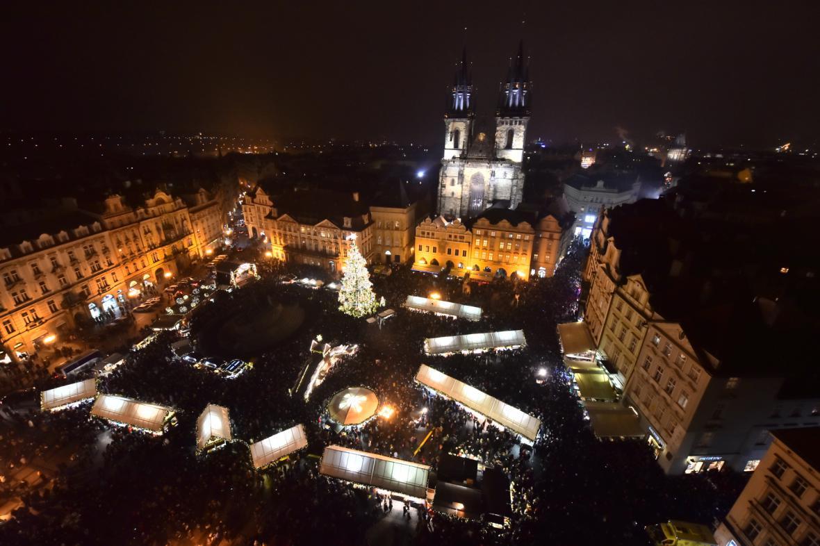 Vánoční trhy na Staroměstském náměstí odstartovaly v 17:30