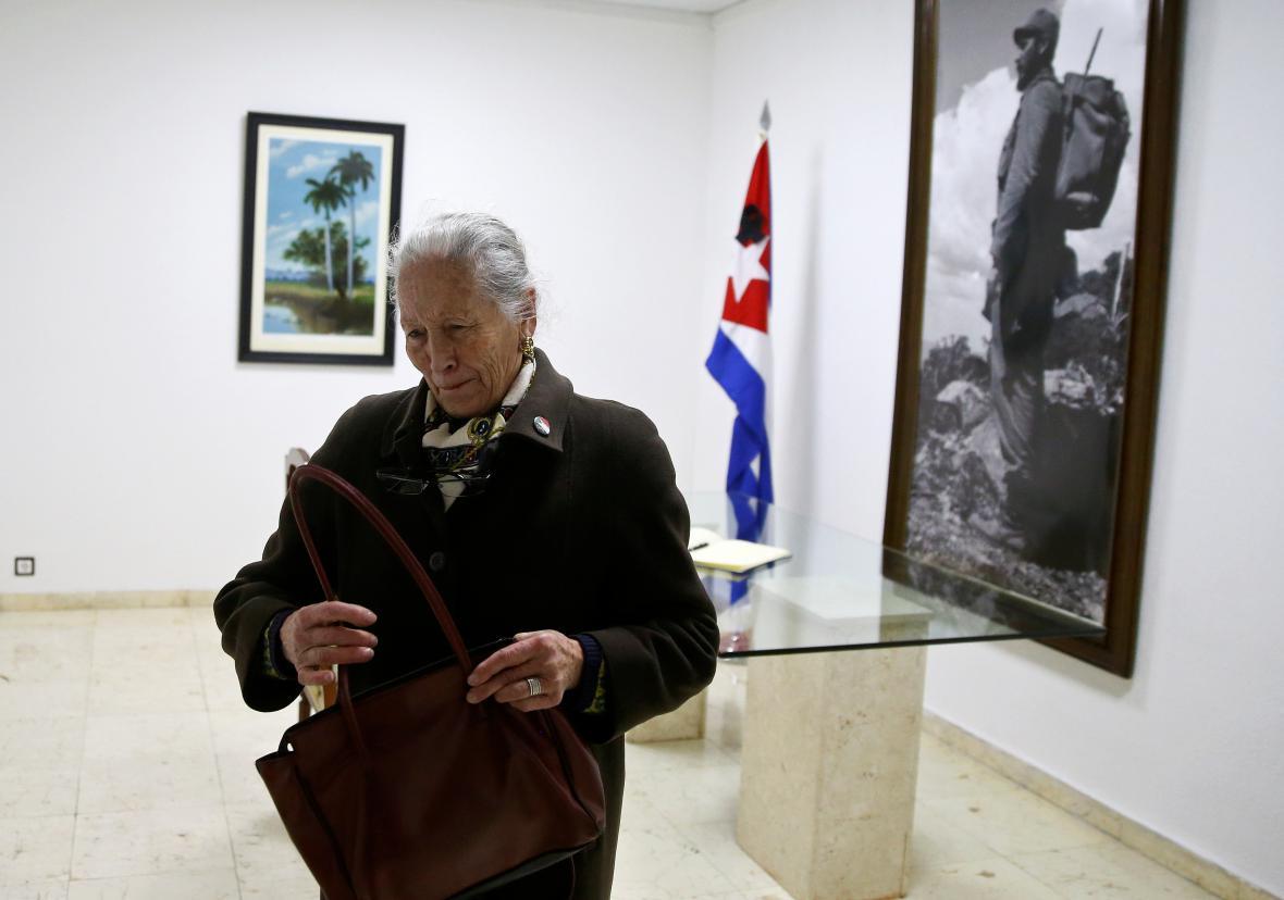 Smrt Fidela Castra oplakávají i oslavují lidé v mnoha zemích světa. Na snímku truchlící sympatizanti kubánského revolucionáře v Gaze.