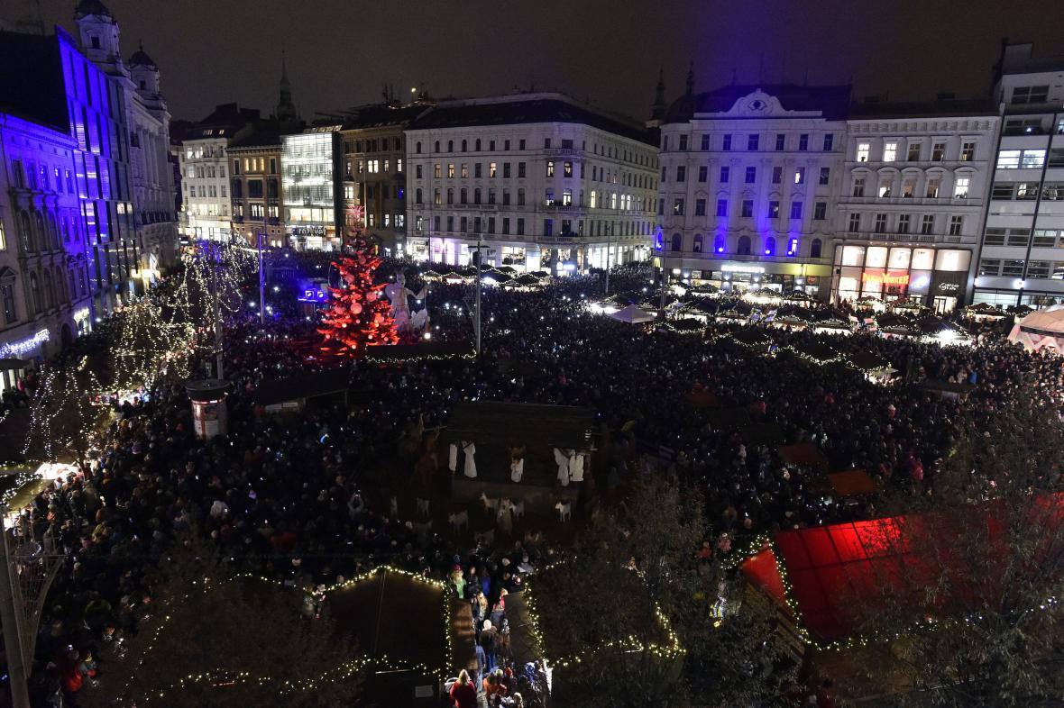 Koncerty, divadla a jiné akce lákají na náměstí také v adventu