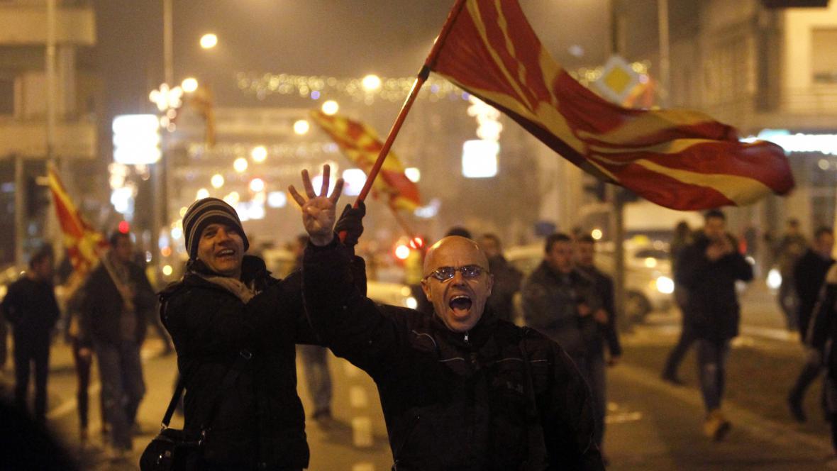 Příznivci opozičních socialistů slaví úspěch ve volbách