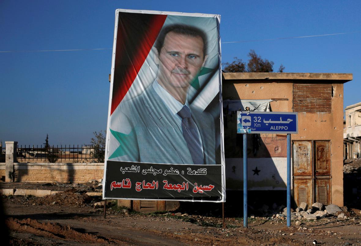 Asadův portrét ve vládou ovládané části Aleppa