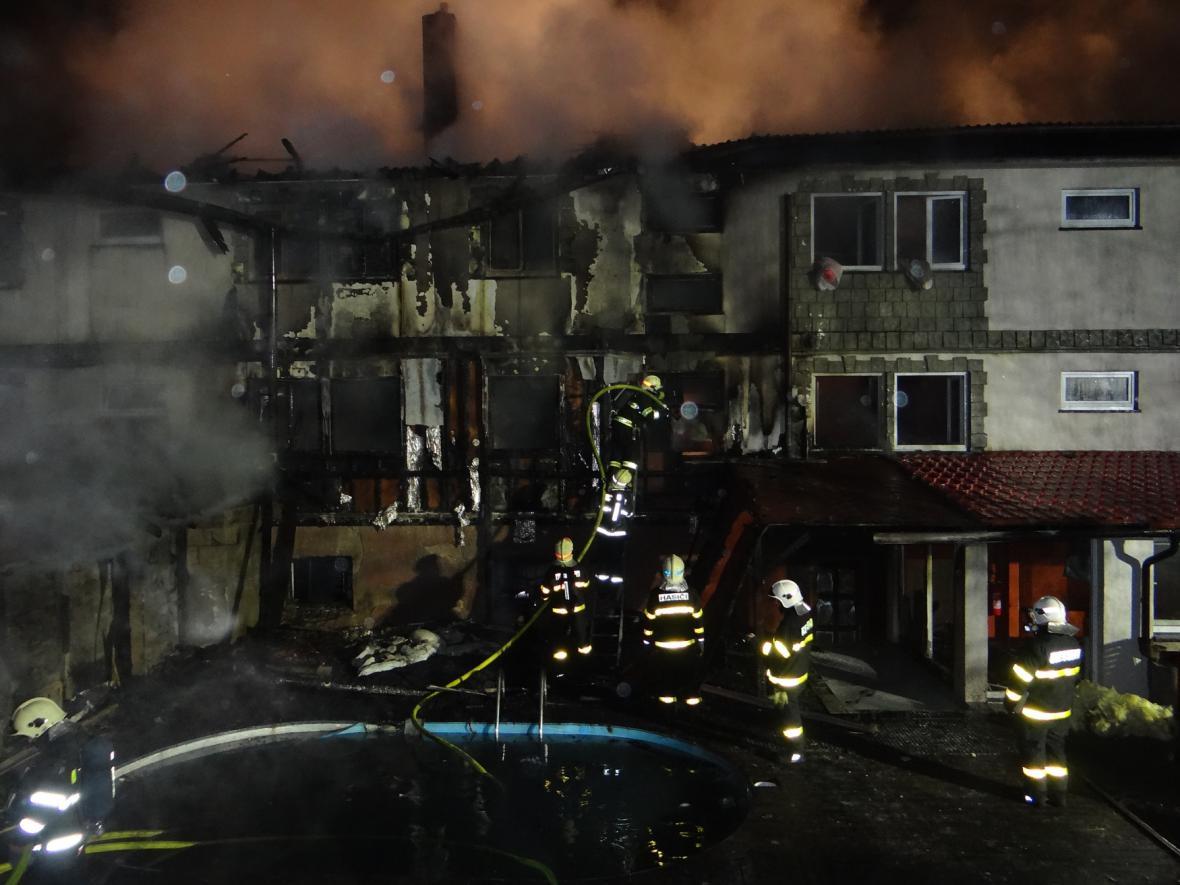 Požár hotelu Fridrich v Těrlicku na Karvinsku