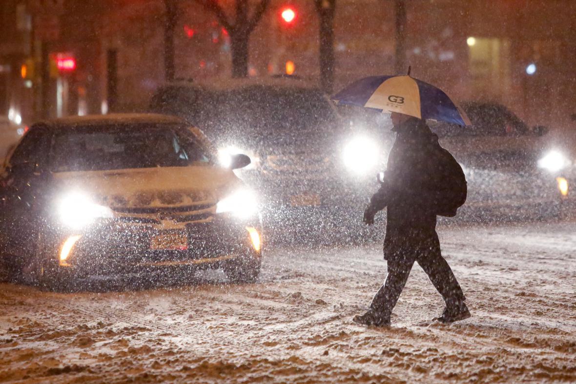 V sobotu silně sněžilo i v New Yorku na Manhattanu