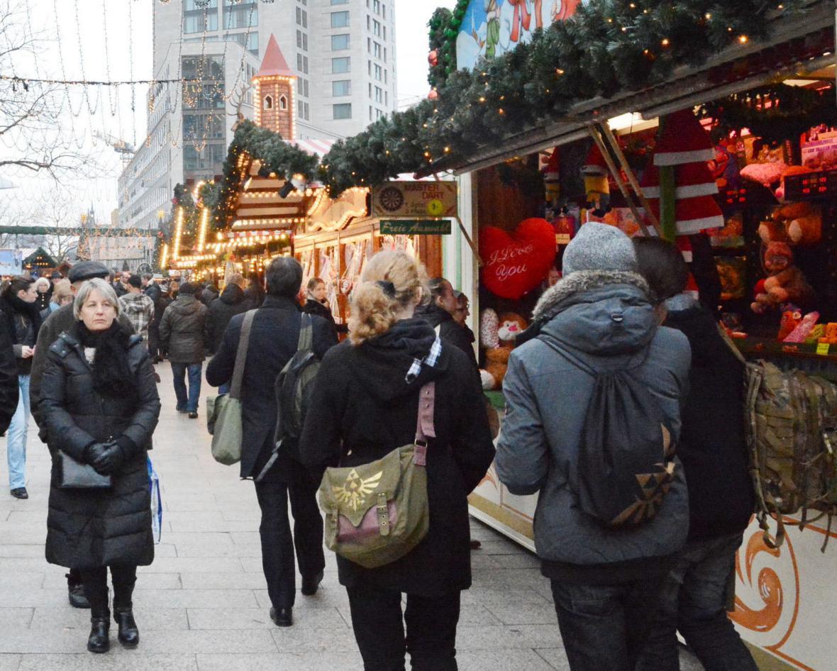Na místě tragédie se znovu otevřel vánoční trh