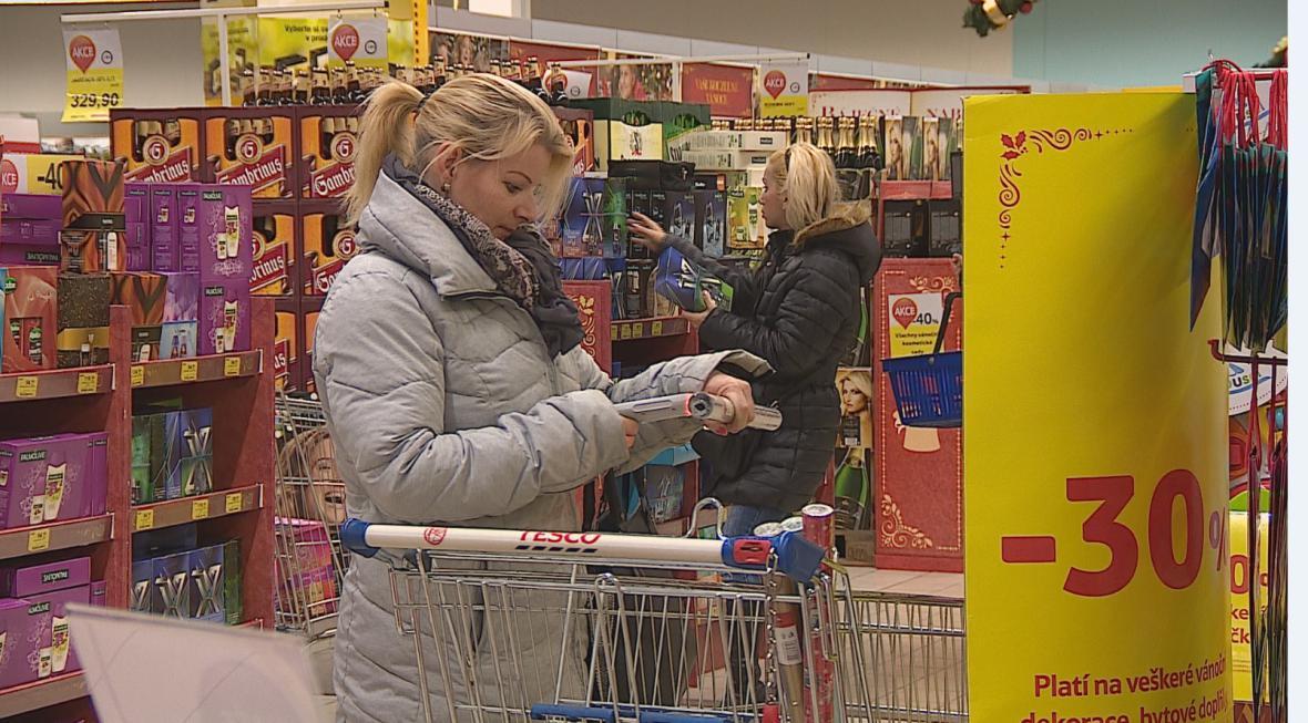 Lidé mají poslední možnost nakupovat. Obchody budou zavřené až do 27.prosince