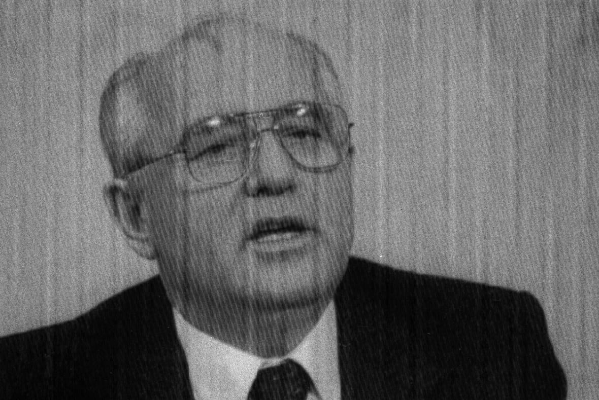 Michail Gorbačov v televizním projevu oznamuje rezignaci na funkci sovětského prezidenta