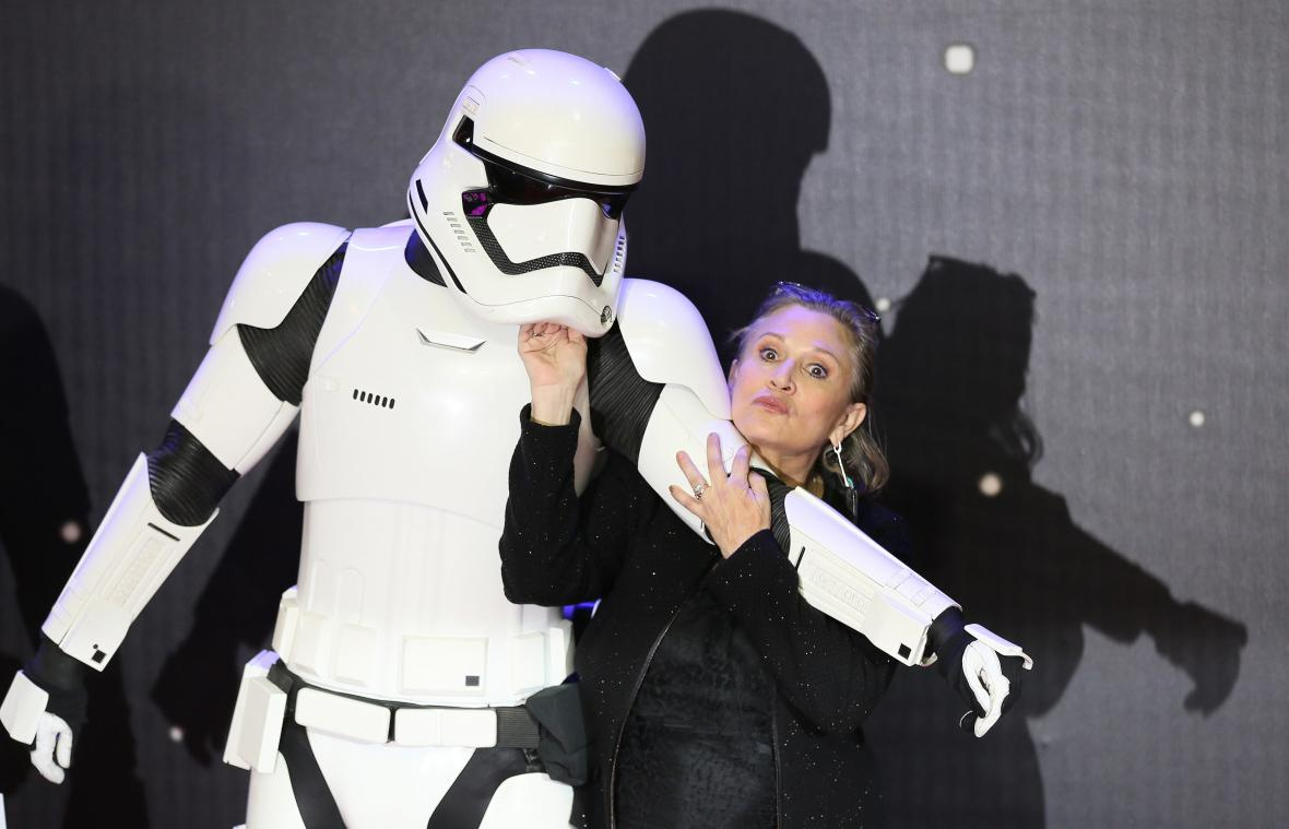 Při premiéře filmu Star Wars: Síla se probouzí