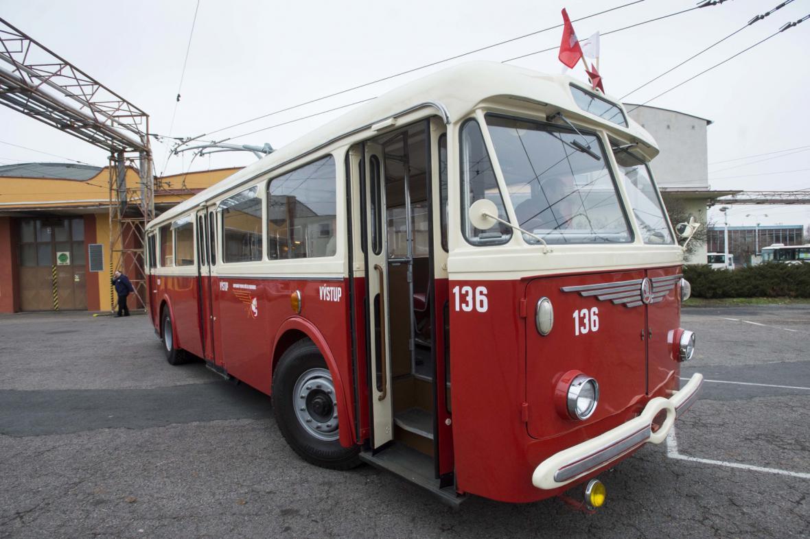 Historický trolejbus Škoda 8Tr