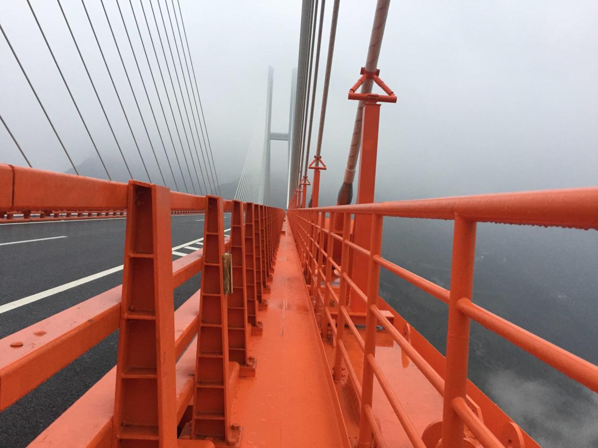 V Číně otevřeli nejvyšší dopravní most na světě