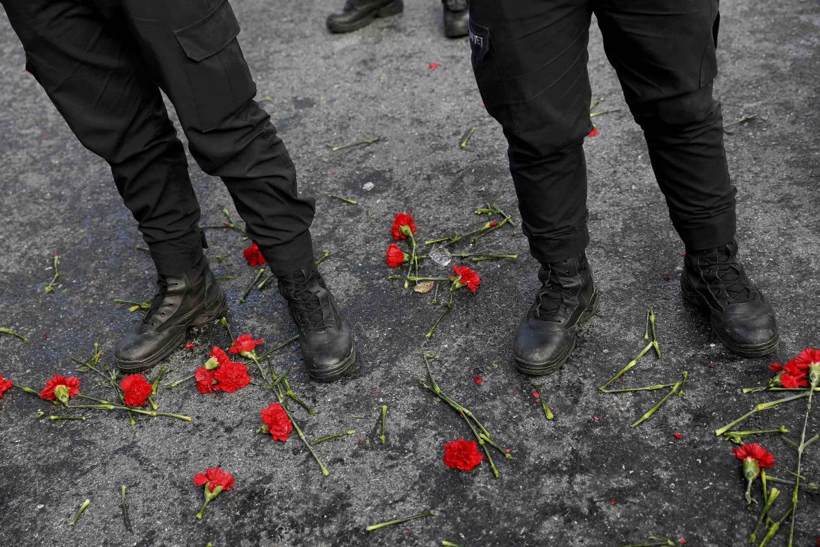 Květiny pro oběti silvestrovského útoku