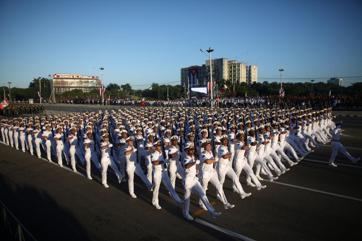 Přehlídka k výročí završené revoluce na Kubě