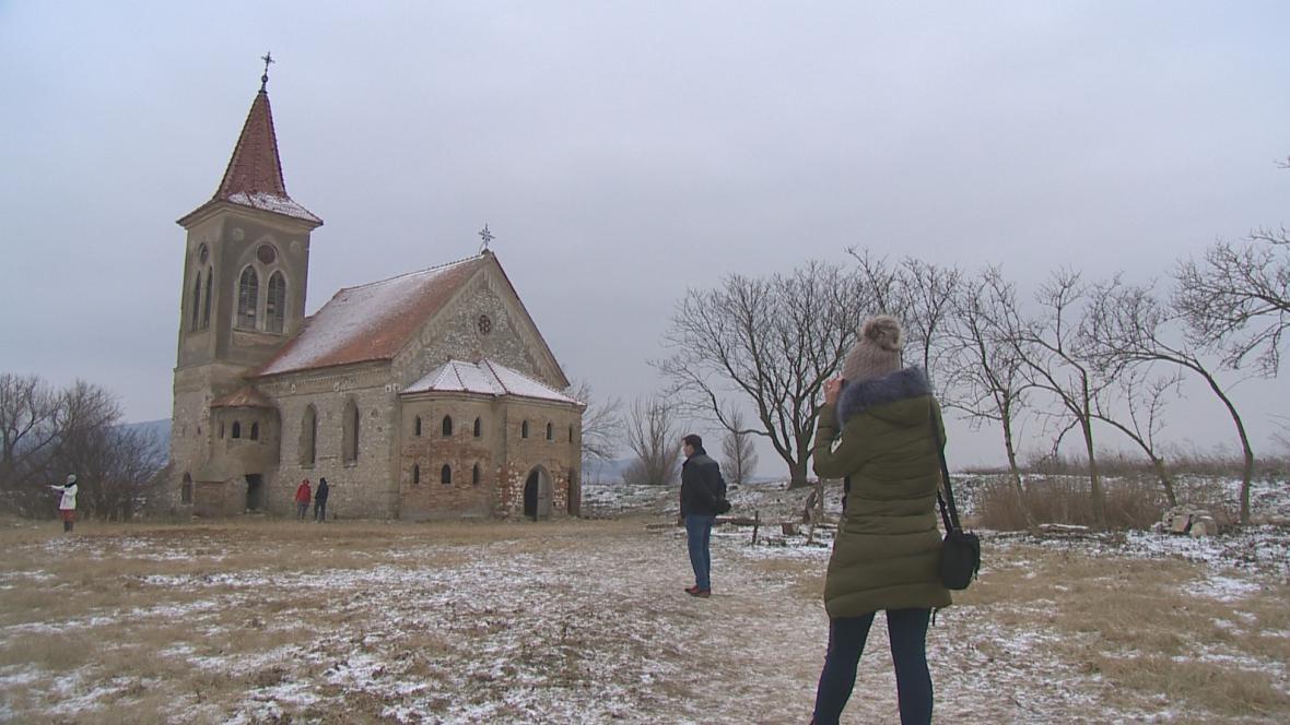 Led na Nových Mlýnech umožnil přístup ke kostelu svatého Linharta