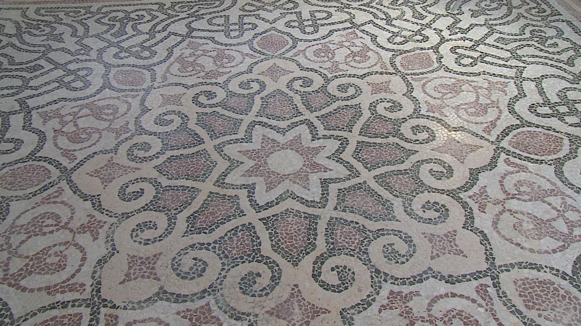 Detail mozaiky v lednickém minaretu