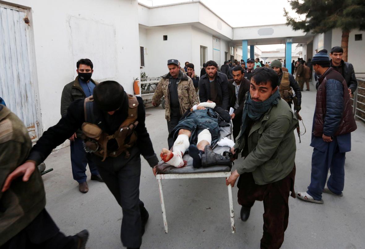 Při pumovém útoku v Kábulu bylo zraněno sedm desítek lidí