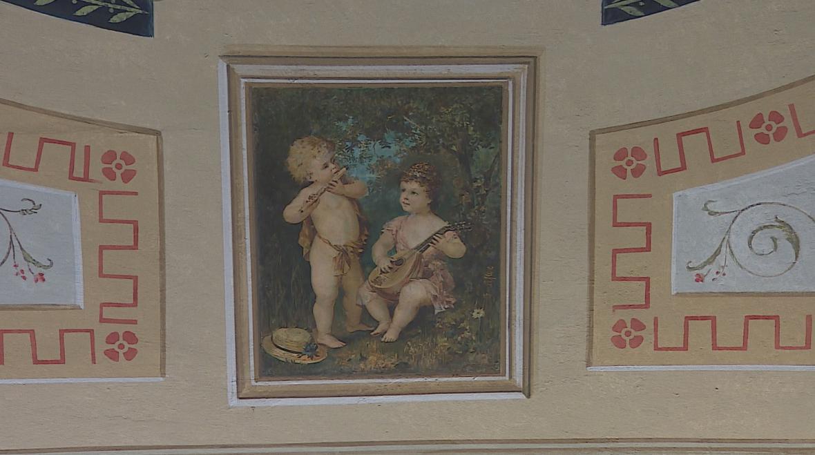 Muchova freska na radnici v Hrušovanech nad Jevišovkou