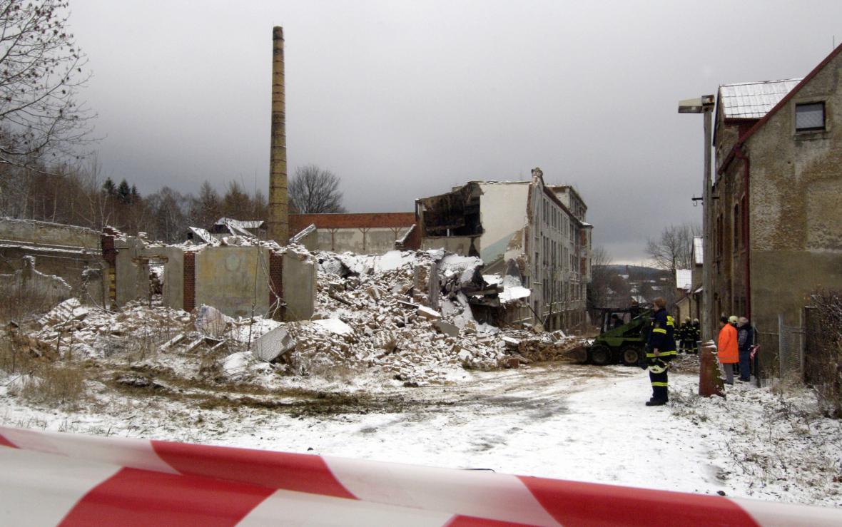 Trosky továrny ve Vejprtech
