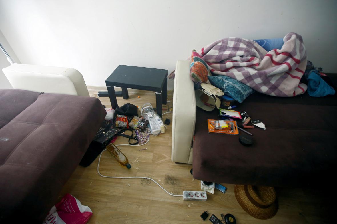 Záběry z bytu, kde policie Uzbeka našla