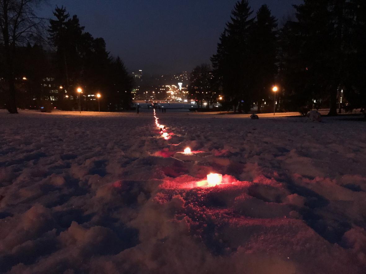Zlín si připomíná oběť Jana Palacha světelným řetězem