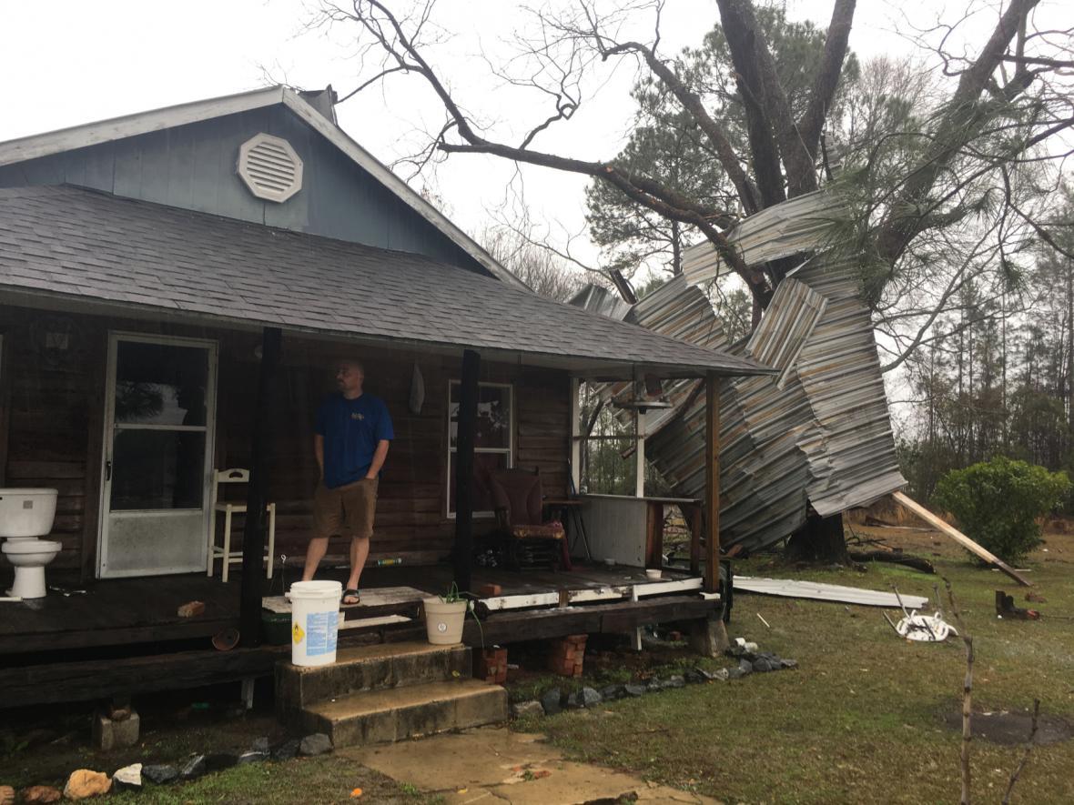 Tornáda silně poničila několik měst také v Georgii