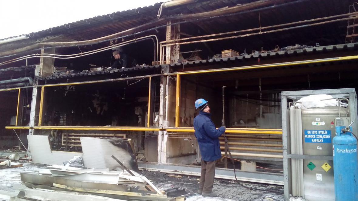 Na místě vyhořelé haly vyroste nová