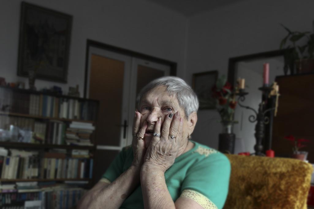 Paní Irena Racková je zřejmě posledním člověkem v Česku, který pamatuje vůbec první židovské transporty z Terezína - do Lotyšské Rigy. A také jednou z mála, kteří je přežili. Z tisíců Židů vypravených do Pobaltí se jich zpátky vrátilo něco kolem stovky.