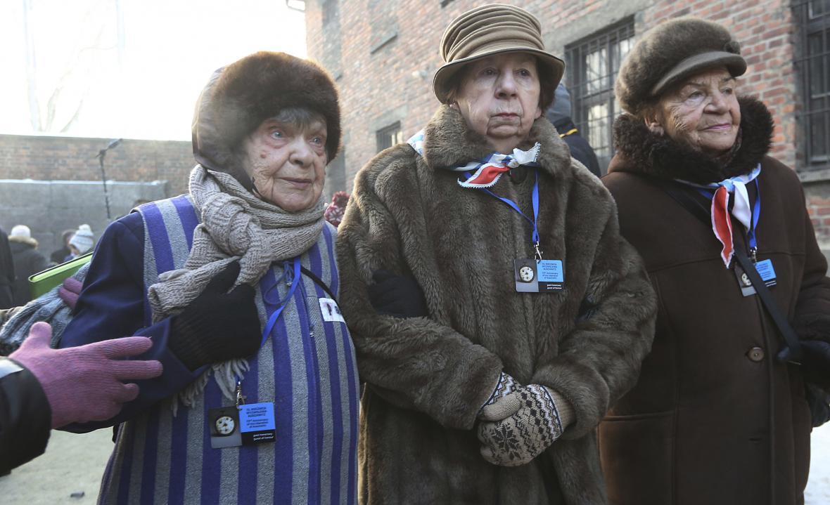Svět si připomíná památku obětí holocaustu