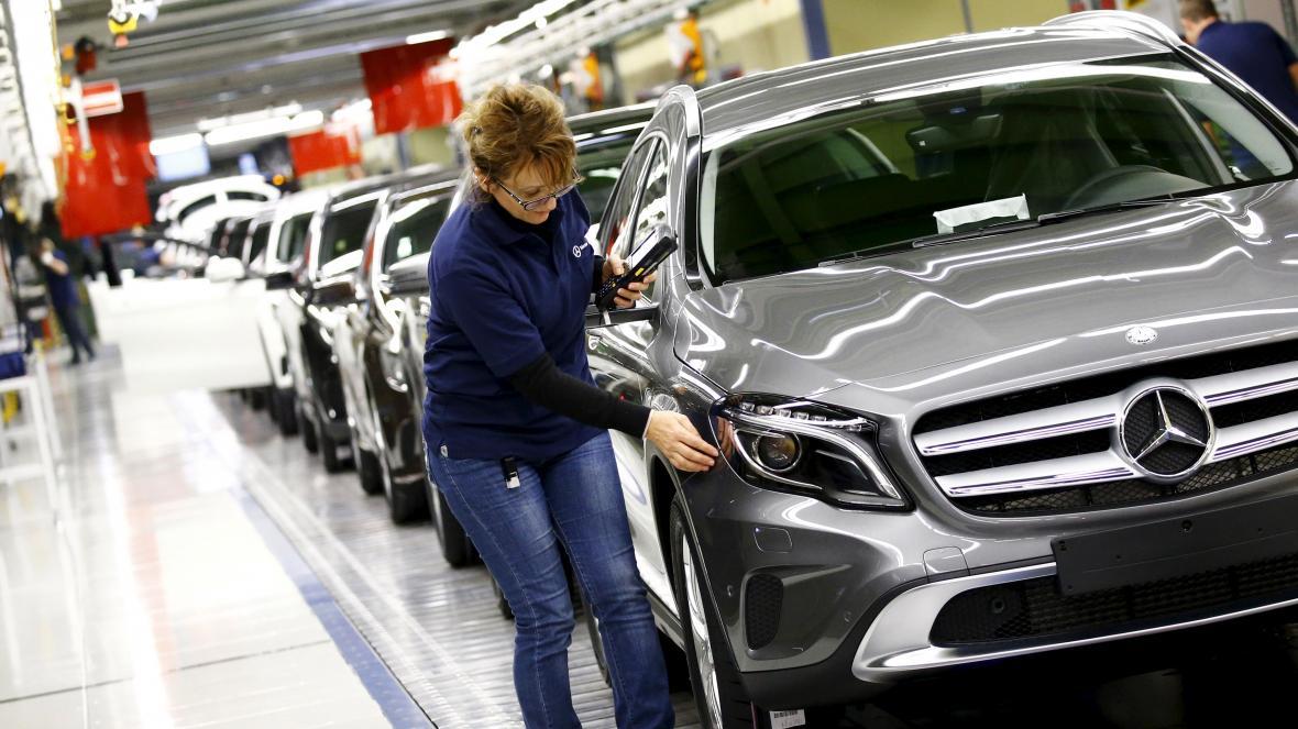 Výroba aut Mercedes-Benz v Rastattu v Německu