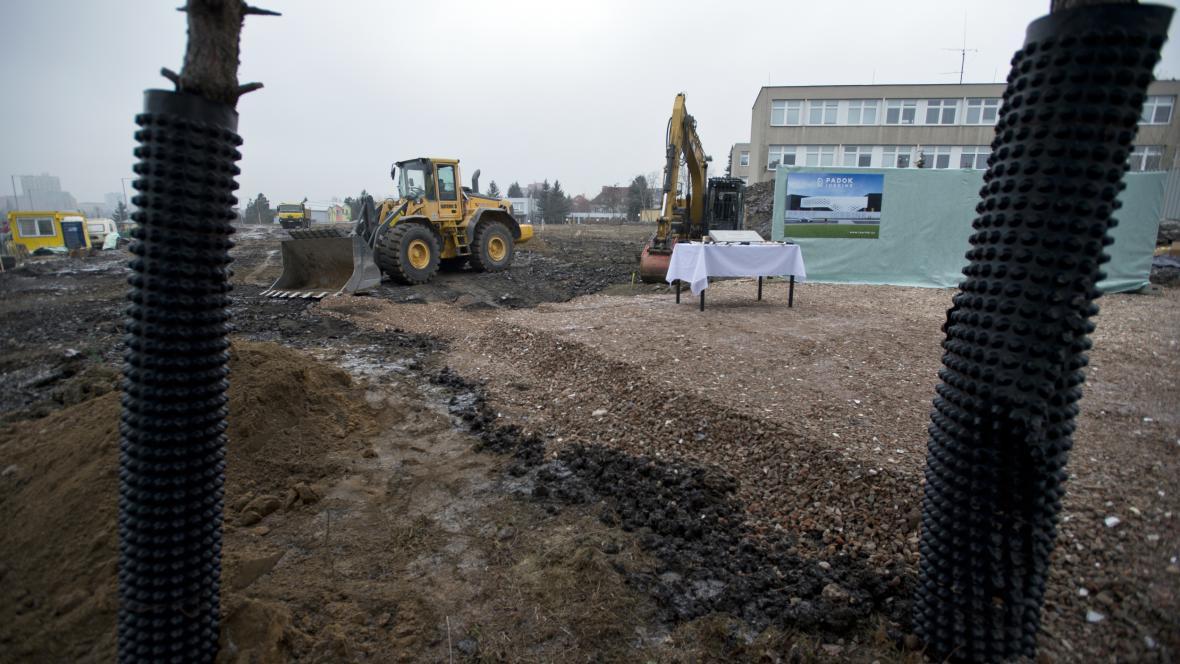 Stavba zimního stadionu ve Strašnicích