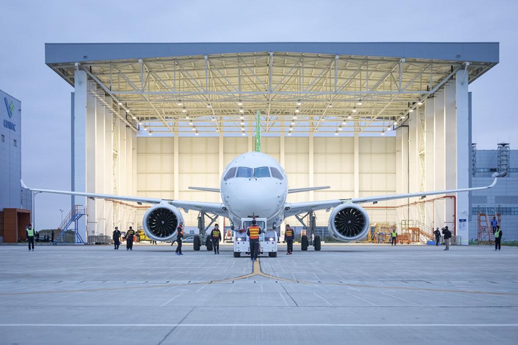 Čínský konkurent Boeingu a Airbusu letos konečně vzlétne