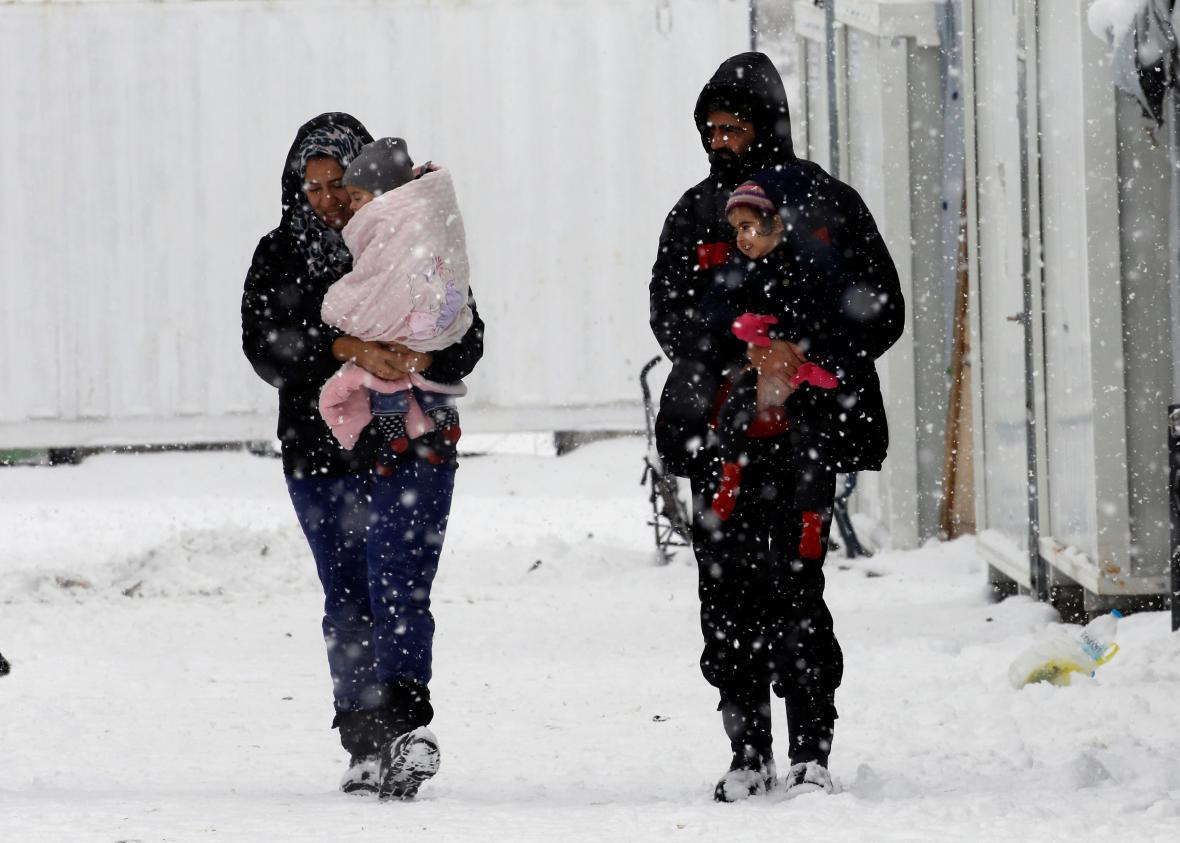 Syrští běženci v uprchlickém táboře poblíž Atén
