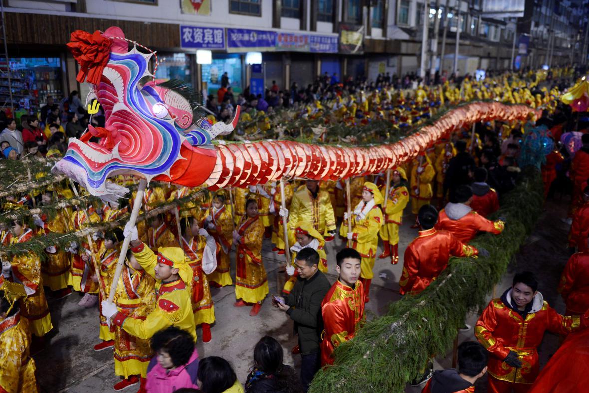 Čína vítá jaro a s ním Rok Kohouta