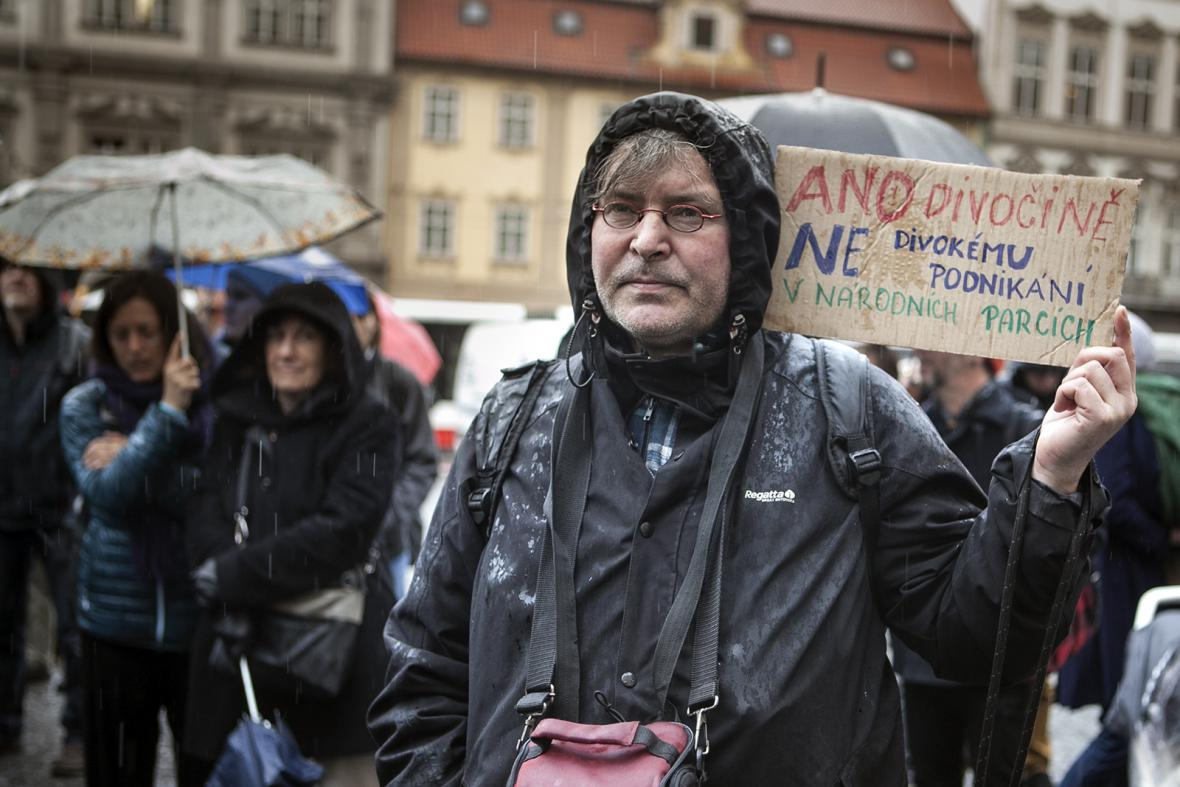 Demonstrace za záchranu národních parků na Malostranském náměstí