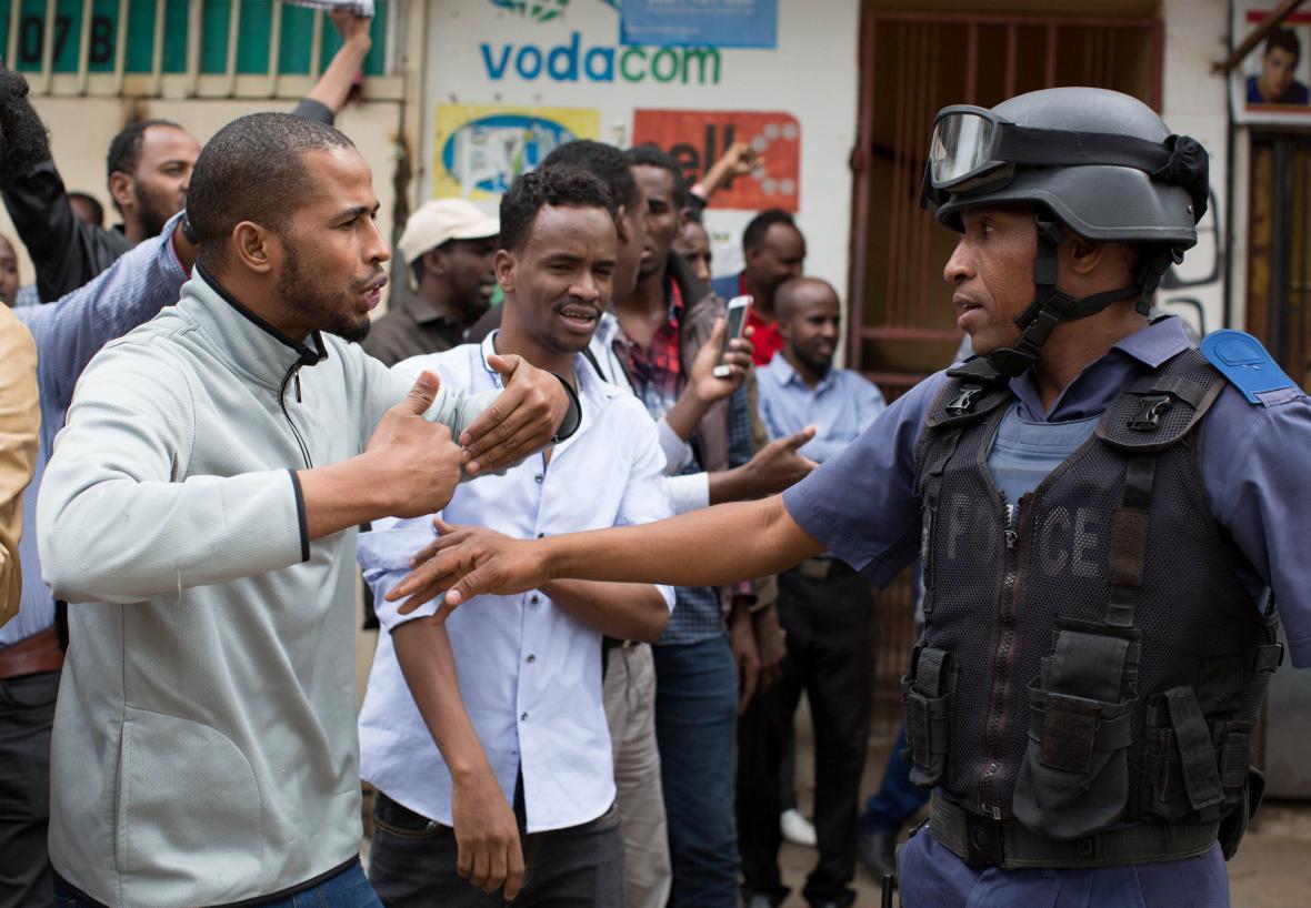 Afrika je neklidný kontinent. Například koncem února zažila JAR nepokoje, při kterých lidé plenili obchody přistěhovalců