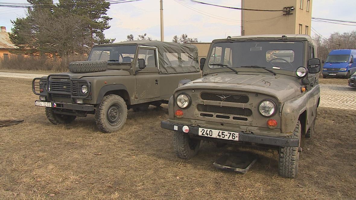 Dosluhující armádní terénní vozidla
