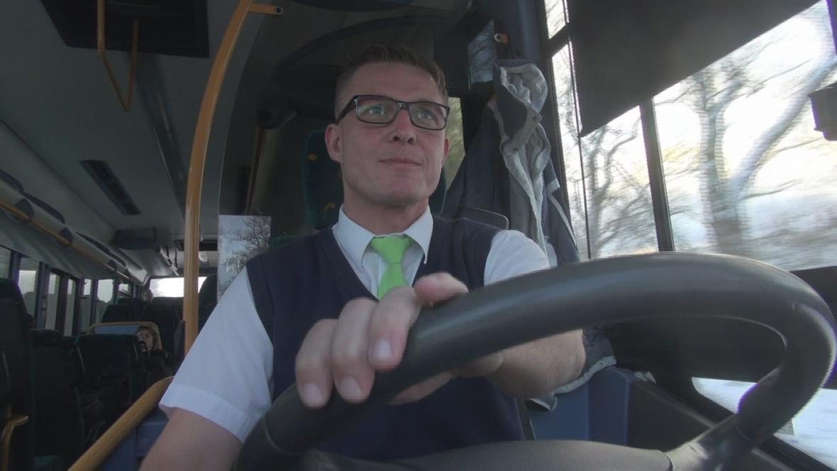 Řidiči autobusů jsou stále ve stávkové pohotovosti