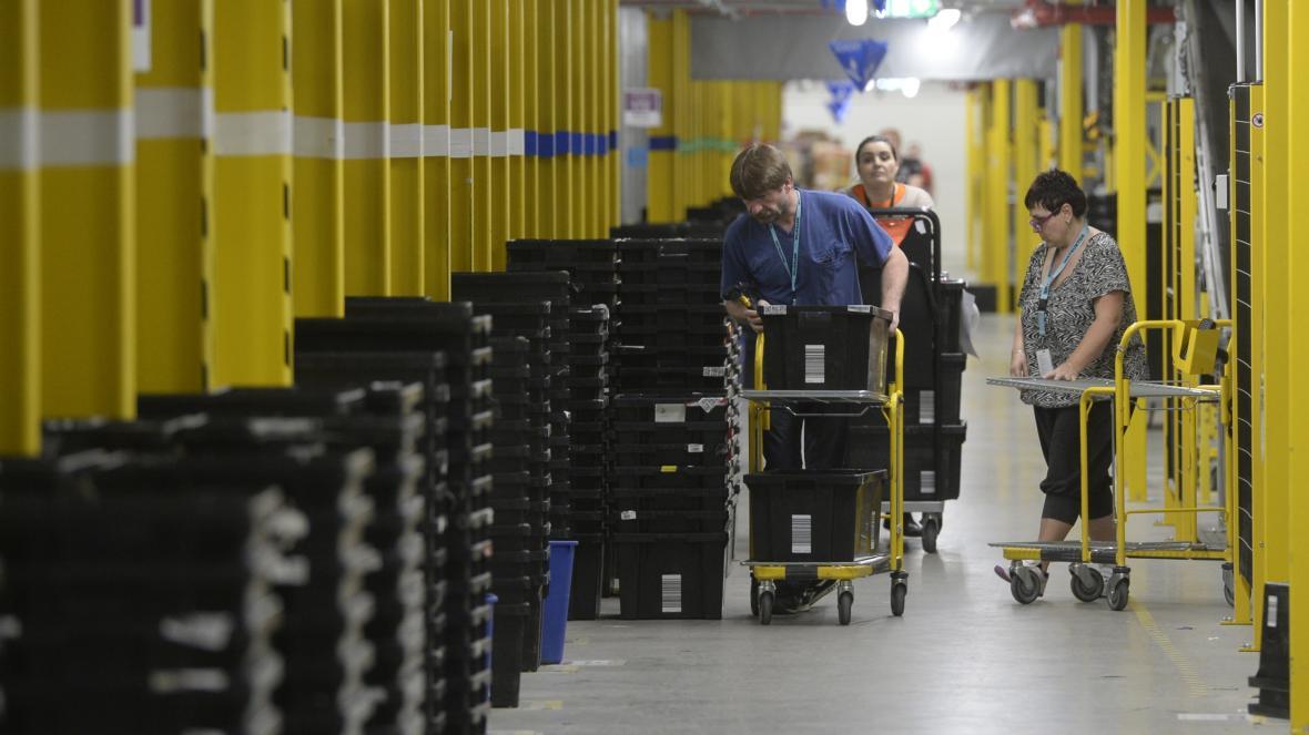 Distribuční centrum Amazonu v Dobrovízi nedaleko Prahy.