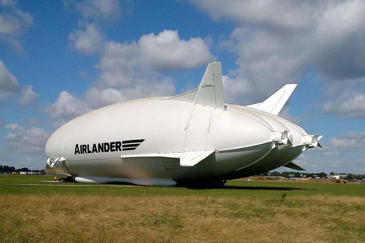 První vzducholoď hraběte Zeppelina LZ 1 z roku 1900. Historie klasických zepelínů pak trvala rovných 40 let.