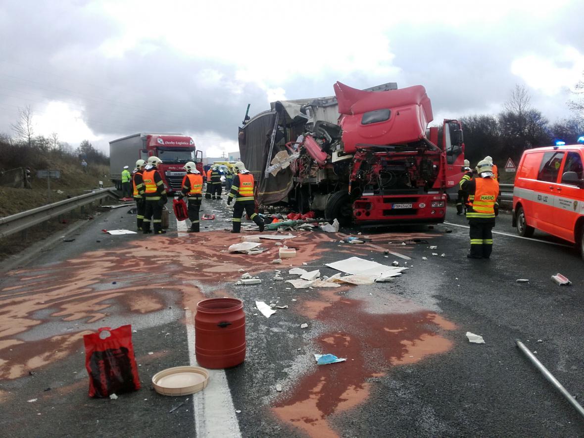 Nehoda čtyř kamionů na D1